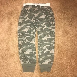 PINK | Camo Cropped Ankle Joggers Large